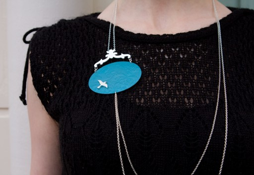 Oval brooch with chains in alumium and silver - seagull on turquoise